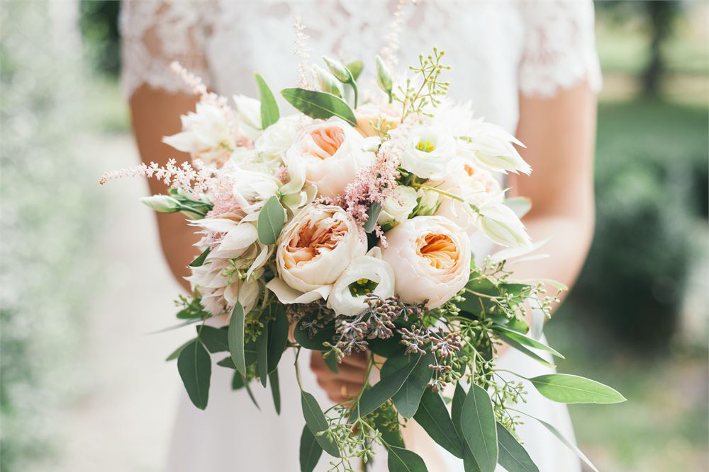 Bouquet Sposa Unica Rosa.Come Scegliere Il Bouquet In Base All Abito Da Sposa E Allo Stile