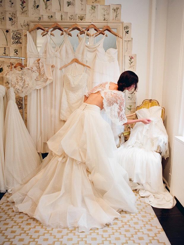 6fd5b3778628 ... guida per imparare a riconoscere tutti i tessuti per abiti da sposa e  per riuscire a scegliere quello perfetto per il vostro abito dei sogni e per  lo ...